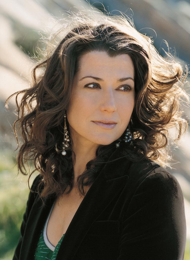 The 57-year old daughter of father (?) and mother(?), 173 cm tall Amy Grant in 2018 photo