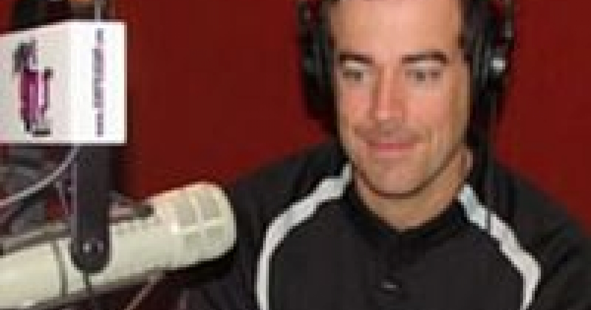 Carson Daly Makes Homophobic Jokes About Jet Blue Incident; Apologizes |  GLAAD